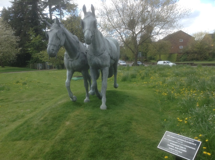 greys horse statue for the queen