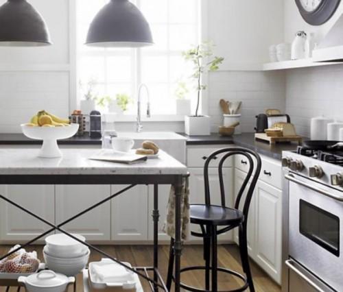 white-walls-bistro-kitchen